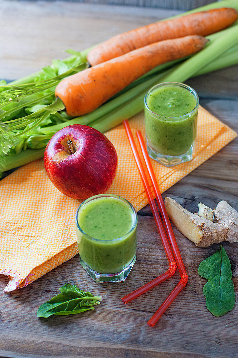 Ginger, water, spinach, red apple, celery and carrot smoothie