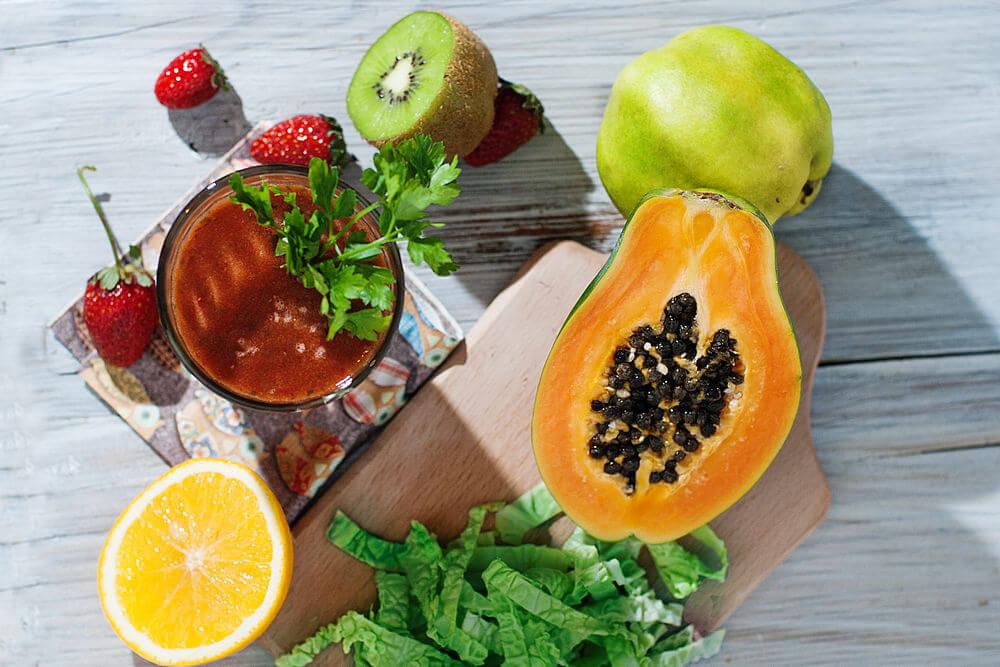 Papaya, kiwifruit, guava, water, orange juice, kale, strawberries and parsley smoothie