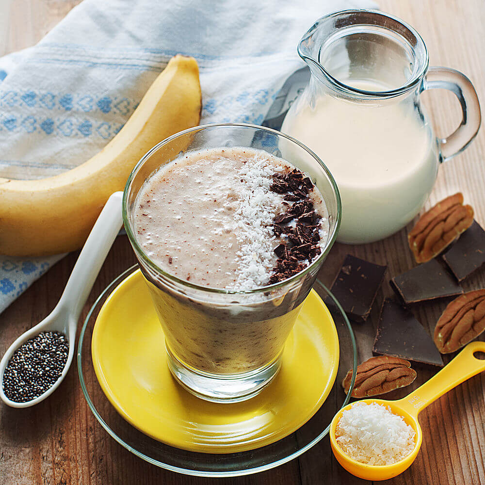 Dark chocolate, banana, pecans, coconut, almond milk, oats and chia seeds smoothie