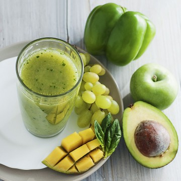 So much green! - Mango, avocado, spinach, coconut water, green bell pepper, green apple and grapes smoothie