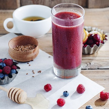 Berry smoothtea - Banana, cherries, honey, blueberries, flax seeds, raspberries and green tea smoothie