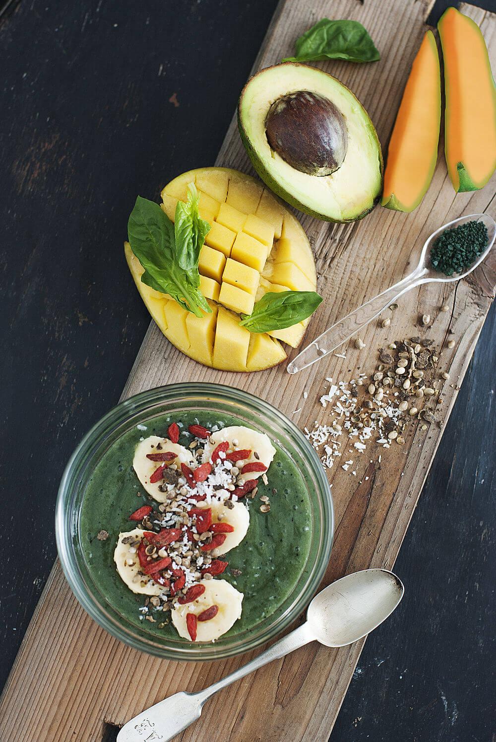Spirulina, banana, coconut (shredded), hemp seeds, mango, cantaloupe, watermelon juice, avocado, goji berries and spinach smoothie