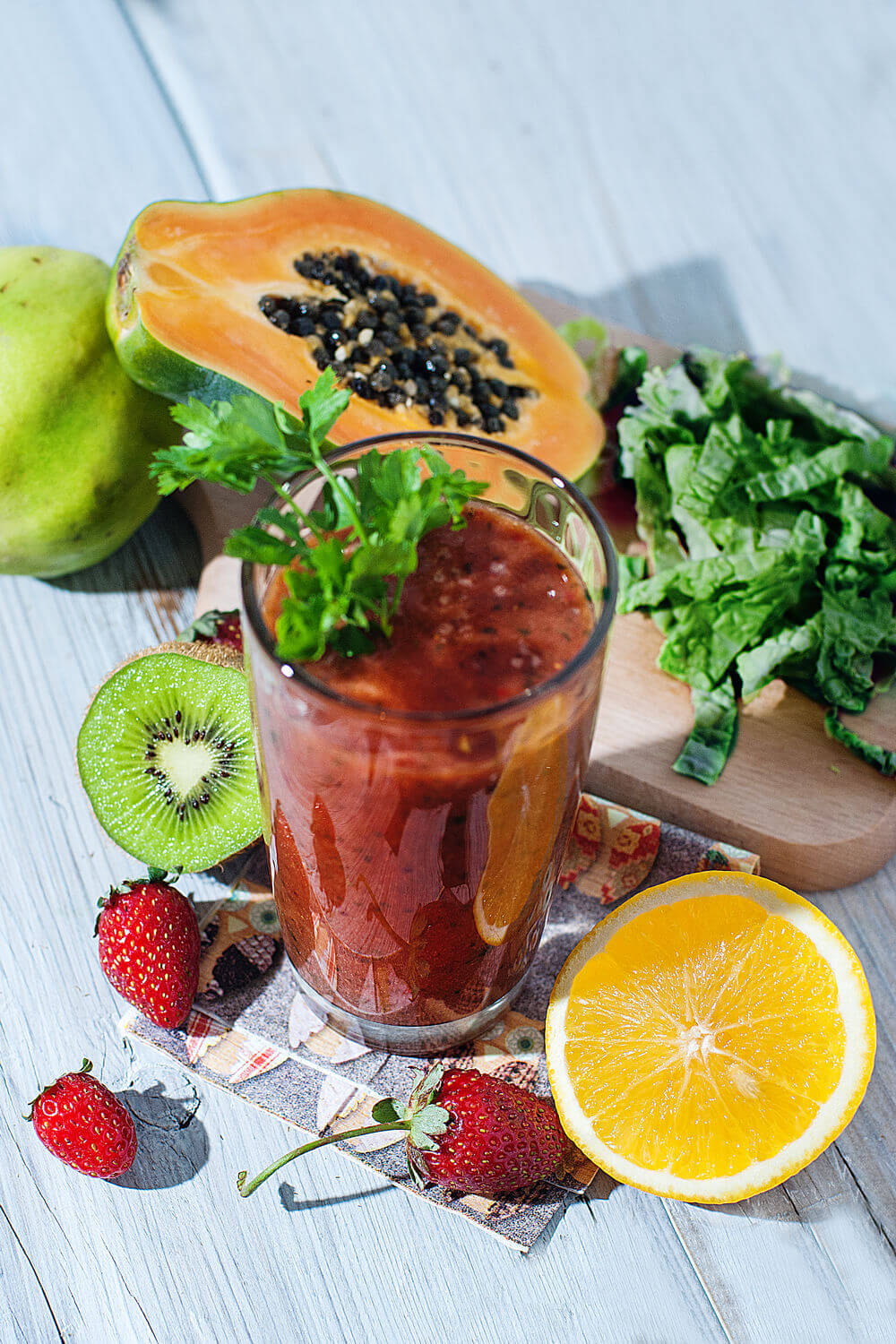 Papaya, kiwifruit, guava, water, orange juice, kale, strawberries and parsley smoothie